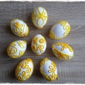 Horgolt motívumokkal díszített húsvéti tojások, Dekoráció, Otthon, lakberendezés, Húsvéti díszek, Ünnepi dekoráció, Horgolás, Fehér festékkel mázolt, apró, horgolt motívumokkal díszített egyedi műanyag tojások.  Az ár a képen..., Meska