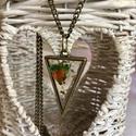 Színes Háromszög, Ékszer, Nyaklánc, Antik bronz fogatú háromszög alakú medál, hossza kb 4cm. A medál egy kb 80 cm hosszú antik br..., Meska