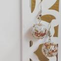 Aranypehelyes mentazöldes gömb fülbevaló, Ékszer, Fülbevaló, kb 1 cm átmérőjű gömb fülbevaló aranypehellyel, és zöld dekorkaviccsal., Meska