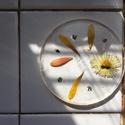 Virágos poháralátét, Konyhafelszerelés, Edényalátét, Többféle virág és kompozíció kivitelezhető, igény szerint. A kör átmérője 8 cm., Meska
