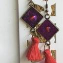 Lila-piros fülbevaló, Ékszer, Fülbevaló, A lila csillámmal bevont négyzet 1x1 cm. A fülvaló hossza kb 5,5 cm. , Meska