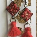 Pirosarany fülbevaló, Ékszer, Fülbevaló, Ékszerkészítés, Apró piros kavicsok arany porral beszórva egy négyzet formán (1x1 cm). A fülvaló hossza kb 5,5 cm. , Meska