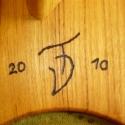 vágódeszka-palacktartó I., Konyhafelszerelés, Férfiaknak, Dekoráció, Vágódeszka, vágódeszka; mérete: 60x35 vastagsága: 22mm  palacktartó; mérete: 75x16x12 6 palackos  monogram-dátum..., Meska