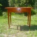 1 fiokos konyhai asztal, Bútor, Dekoráció, Dísz, Asztal, Fenyőfából készült cseresznyepáccal színezett fiókos kisasztal, selyemfényű lakkal kezelve.  magassá..., Meska