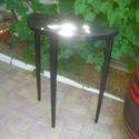 fekete íveslapú  3 lábú, Bútor, Dekoráció, Otthon, lakberendezés, Asztal, Tömör tölgyfából készült négyzetes lábú konzolasztal, káva nélkül, íves lappal. magasság: 90 cm aszt..., Meska
