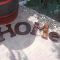 HOMe fali dísz, Dekoráció, Otthon, lakberendezés, Dísz, Falikép, Fenyőpadlóból készült, diópáccal színezett lakkozott falidísz, betűméret 25x25 cm, vastag..., Meska