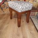 lábzsámoly, Bútor, Dekoráció, Szék, fotel, Fenyőfából készült kis ülőke, magas kárpitozással. alapterülete: 45 x 45 cm magassága:45 cm Az ár ta..., Meska