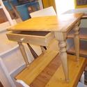 kis dolgozóasztalka, Bútor, Asztal, Famegmunkálás, Mindenmás, Tömör fenyőfából készült  esztergált lábú kis laptop asztalka, felülete öregbített fenyő szín lakko..., Meska