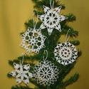 Karácsonyi hópelyhek , Otthon, lakberendezés, Karácsonyi, adventi apróságok, Ajtódísz, kopogtató, Karácsonyi dekoráció, A hópelyhek 100%-os pamut fehér fonalból  készül.  Rendelésre is készítek különböző mint..., Meska