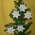 Karácsonyi hópelyhek , Otthon, lakberendezés, Dekoráció, Karácsonyi, adventi apróságok, Ünnepi dekoráció, Ajtódísz, kopogtató, Karácsonyi dekoráció, A hópelyhek 100%-os pamut fehér fonalból  készül.  Rendelésre is készítek különböző mint..., Meska