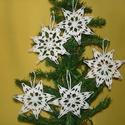 Karácsonyi hópelyhek , Otthon, lakberendezés, Karácsonyi, adventi apróságok, Karácsonyi dekoráció, A hópelyhek 100%-os pamut fehér fonalból  készül.  Rendelésre is készítek különböző mint..., Meska