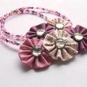 Középen virágok, Ékszer, Nyaklánc, Sok-sok 4mm-es csiszolt cseh üveggyöngyből készült ez a nyaklánc. Az elején textil virágokból készül..., Meska