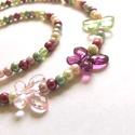 Virágoskert pillangókkal, Sok-sok színes 4mm-es zsorzsett gyöngyből kész...