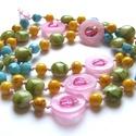 Tavaszi színekben, Vegyes méretű akril gyöngyökből készítettem...