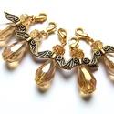 Arany angyalkák, Ékszer, Medál, 10mm x 15mm-es AB bevonatos üvegcseppekből, üvegfánkokból készültek ezek a kis csillogó angyalkák. I..., Meska