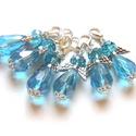 Türkizkék angyalkák, Ékszer, Medál, 10mm x 15mm-es AB bevonatos üvegcseppekből, üvegfánkokból készültek ezek a kis csillogó angyalkák. I..., Meska
