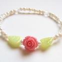 Rózsaszál, Ékszer, Karkötő, Apró (4mm-es) fehér-bézs gyöngyök között rózsa nyílik. Igazán bájos, nőies, romantikus kiegészítőd l..., Meska