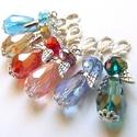 Színes angyalkák, Ékszer, Medál, 10mm x 15mm-es AB bevonatos üvegcseppekből, üvegfánkokból készültek ezek a kis csillogó angyalkák. I..., Meska