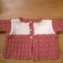 gyönyörűséges baba kabát, Ruha, divat, cipő, Gyerekruha, Baba (0-1év), Kötés, Elegáns rózsaszín fehér baba kabát pihe-puha baba fonalból készült. Jelenleg csak a kis kabát várja..., Meska