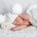 Pomponos baba sapi fotózásra, Táska, Divat & Szépség, Sál, sapka, kesztyű, Ruha, divat, Sapka, Ezt a nagy méretű pomponnal készült kötött babasapit kimondottan fotózásra alkottam meg.Kisebb méret..., Meska
