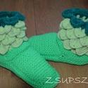 Krokodil mintás mamusz, Táska, Divat & Szépség, Cipő, papucs, Női ruha, Ruha, divat, Nagyon jó meleg kényelmes mamusz a hideg napokra, estékre :-)  A mamusz talp és lábfej része kötve a..., Meska