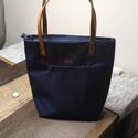 Vállpántos táska, vízlepergetős anyagből, kék, Táska, Válltáska, oldaltáska, Varrás, Divatos női vállpántos táska, kék variációban. Elől cipzárral, belül két kis zárható zsebbel.  A tu..., Meska