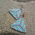 Zsuwel Csíkos háromszög fülbevaló, Ékszer, Fülbevaló, Gyöngyfűzés, Ékszerkészítés, Háromszög alakú fülbevaló zöld, kék, mályva és halványzöld színben.  A fülbevaló japán delica gyöng..., Meska