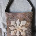 Kelta mintás tűzött válltáska, Táska, Válltáska, oldaltáska, Tarisznya, Kézzel festett vékony vászon anyagokat használtam a táska felületéhez. Az alapszíne okkeres-barnás, ..., Meska