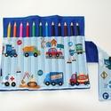 Járművek - ceruzatekercs ceruzával, Baba-mama-gyerek, Játék, Gyerekszoba, Készségfejlesztő játék, Varrás, Kívül egyszínű sötétkék, belül világoskék - járműves anyagból készült  ceruzatartó.  Kinyitva kb. 2..., Meska