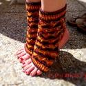 Egyedi kötött jóga zokni, Ruha, divat, cipő, Szépségápolás, Női ruha, Egészségmegőrzés, Kötés, S-M méretű csinos női jóga zokni az őszi természet vibráló színeiben. Stílusában harmonizáló áttört..., Meska