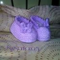 Kötött baba cipő, Ruha, divat, cipő, Baba-mama-gyerek, Gyerekruha, Baba (0-1év), Kötés, Romantikus baba cipő levendulaszínben. Saját terv alapján készült, garantáltan egyedi. Felső részén..., Meska