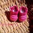 """Kötött baba cipő, Baba-mama-gyerek, Ruha, divat, cipő, Gyerekruha, Baba (0-1év), Kötés, Világos-sötét rózsaszín csíkos baba cipő, két színű megkötővel. Anyaga: vastag, puha acryl """"babafon..., Meska"""