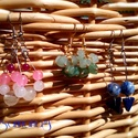 3 darab fülbevaló természetes kövekkel, Ékszer, óra, Fülbevaló, Ékszerkészítés, Természetes kövekből, ásványokból, üveggyöngyökből készült egyszerű fülbevalók. Az ár 3 darabra von..., Meska