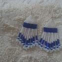 Fehér -Kék fülbevaló , Ékszer, Fülbevaló, Kása és szalmagyöngy felhasználásával készült fülbevaló,melynek hossza kb.6 cm.Ezüst szí..., Meska