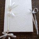 ESKÜVŐI VENDÉGKÖNYV - Emlékkönyv, Naptár, képeslap, album, Esküvő, Jegyzetfüzet, napló, Meghívó, ültetőkártya, köszönőajándék, A fehér papírcsipke tiszta eleganciája uralja ezt a vendégkönyvet. A masni alsó része krém organza, ..., Meska