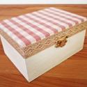 Fehér- rózsaszín kockás ékszeres dobozka, Fehérre festett fa ékszeres doboz. A tetejére r...