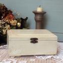 Romantikus stílusú fehér ékszeres dobozka, Ékszer, Otthon, lakberendezés, Ékszertartó, Ezt a gyönyörű kis dobozkát pácoltam, festettem, világos viasszal kezeltem, majd sötét viasszal öreg..., Meska