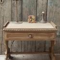 Antikolt asztalka, Bútor, Asztal, Gyerekszoba, Nagyon kedves kis asztalkát újítottam fel. Annie Sloan krétafestéket használtam, gyönyörű világosszü..., Meska