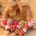 Húsvéti rózsaszín-natúr kopogtató, Dekoráció, Otthon, lakberendezés, Mindenmás, Ünnepi dekoráció, Virágkötés, Mindenmás, Szalmaalapot tekertem be jutaszalaggal, spárgával és gyapjúfonallal betekert tojások, faágak, jutar..., Meska